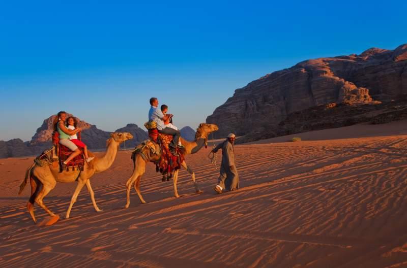 Auf dem Kamel durch die Wüste