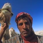 Ein Mann und sein Kamel
