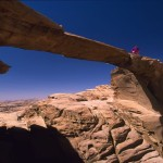 Ueber Felsenbruecken klettern